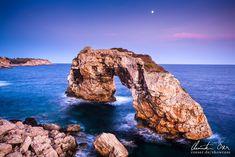 Das Felsentor Es Pontas in Cala Santanyi, Mallorca.
