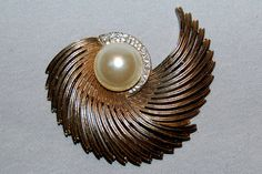 Vintage / Large / Dramatic / Brooch / by AmericanHomestead on Etsy