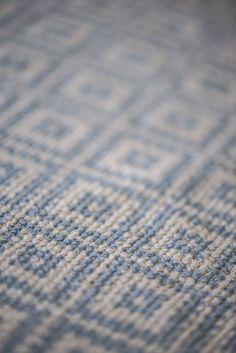 http://www.bellarose.cz/dekorace/koberec-beige-blue-60x180-cm/