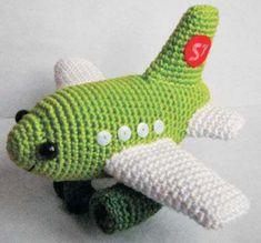 Receita Gratuita Avião em Amigurumi! Crochet Geek, Crochet Toys, Doll Toys, Dolls, Crochet Mobile, Easy Stitch, Crochet Flowers, Dinosaur Stuffed Animal, Make It Yourself