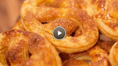 Recipe (in Dutch) to make your own pretzels. Dutch Recipes, Sweet Recipes, Rudolfs Bakery, Cookie Recipes, Dessert Recipes, Desserts, Good Pie, Sweet Cookies, Bread Cake