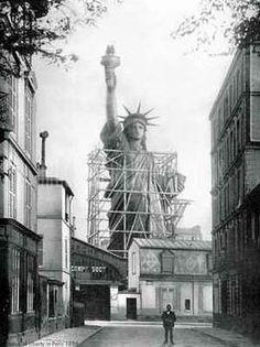 Rue de Chazelle/la Statue de la Libertée