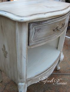 hand painted vintage dresser sold chalk paint pinterest restaurierte m bel restaurieren. Black Bedroom Furniture Sets. Home Design Ideas