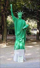 Street performer dressed as the Statue of Liberty. Living Statue, Street Performance, Clowning Around, Street Culture, City Life, Character Inspiration, Statue Of Liberty, New Orleans, Street Art