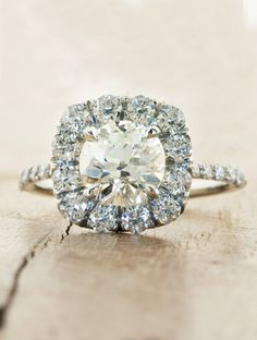 Most beautiful halo ring i have seen probably. (its so flat when looking from the side & super thin/filigree/ladylike band)