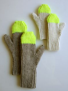 Laura's Loop: Paint Pail Mittens - The Purl Bee - Knitting Crochet Sewing Embroidery Crafts Patterns and Ideas! Purl Bee, Mittens Pattern, Knit Mittens, Knit Sweaters, Knitted Gloves, Craft Patterns, Knitting Patterns, Purl Soho, How To Purl Knit
