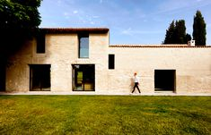 An Italian Villa that Endured the Ruin of Hindsight
