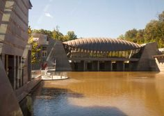 Crystal Bridges Museum of American Art in Bentonville, Arkansas by Moshe Safdie http://architecture.about.com/od/greatbuildings/ss/Moshe-Safdie-Architecture-Portfolio_5.htm#step-heading