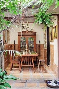Tropical Filipino design for a Family Home Colonial furniture