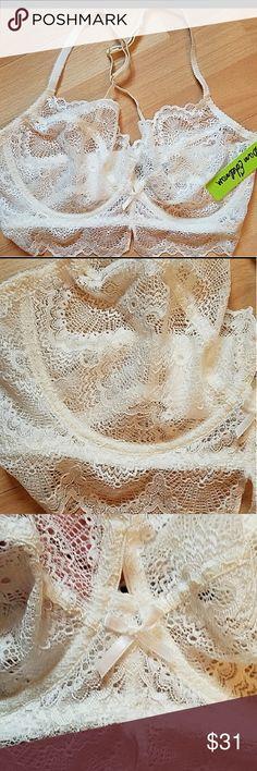 62b778da3d420 Shop Women s Sam Edelman Cream size (DD) Bras at a discounted price at  Poshmark. Description  NEW Sam Edelman lace bralette size Antique white  color