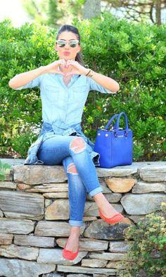 Look do dia: Jeans com toque de cor - Super Vaidosa | Moda It  Camisa Jeans + Skinny Destroyed Jeans + Sapatilha Laranja + Óculos Espelhado + Bolsa Azul Klein