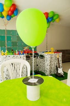 Festa PaPaParabéns (tema música) | Macetes de Mãe Music Theme Birthday, Music Themed Parties, Music Party, 1st Birthday Parties, Happy Birthday, 70s Decor, Samba, Rock Music, First Birthdays