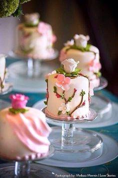 Flowered mini cakes