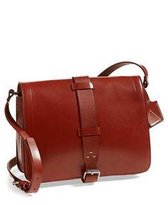 Klasik, deri çantaların modası hiç geçmez...