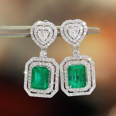 What's not to love here? Elegant diamond and emerald colombian earrings. OMG!! This are pure elegance. SLVH ♥♥♥