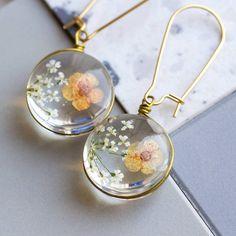 Diy Resin Earrings, Resin Necklace, Diy Jewelry Resin, Jewelry Crafts, Handmade Jewelry, Craft Jewellery, Making Resin Jewellery, Diy Resin Art, Resin Flowers