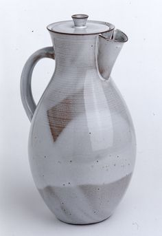 Otto Lindig, chocolate pot / Kakaokanne, 1923. Glazed stoneware. Via Kunstmuseum Moritzburg, Germany. Lindig was working at the bauhaus pottery in Weimar, first as a student, then as a journeyman until 1925.