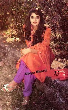. Beautiful Girl Indian, Beautiful Girl Image, Beautiful Indian Actress, Most Beautiful Bollywood Actress, Beautiful Actresses, Prachi Desai Hot, Vintage Bollywood, Girls Selfies, Indian Beauty Saree
