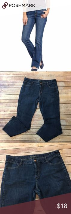 """2 for $25🌻Old Navy Boot Cut Jeans Old navy Boot Cut Jeans. Size 16. 99% cotton 1% spandex. Inseam 31"""". Front rise 10""""/ back 13"""". (B004) Pic 1 for styling inspiration purposes only Old Navy Jeans Boot Cut"""