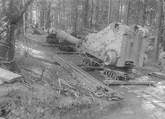 transport d'un canon en haut d'une colline.. A partir de 1915, les trains à voie étroite de 0,60m ont circulé aux abords des fronts pour acheminer les différents matériels pendant la guerre de 1914-1918.