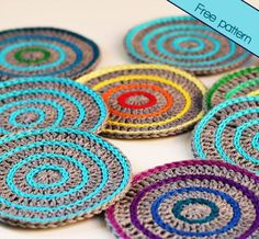 Make your own crochet coasters with this simple photo tutorial! The Roller coasters are quick to make and are easy to customize.