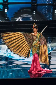 10 insanely stunning Miss Universe costumes that we can't stop looking at Miss Universe Costumes, Miss Universe National Costume, India Fashion, Japan Fashion, Unique Fashion, Ugly Dresses, Recycled Dress, Carnival Outfits, Bird Costume