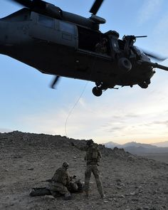 The Military Expression Military Special Forces, Military Life, Military Helicopter, Military Aircraft, Pictures Of Soldiers, Special Operations Command, F22 Raptor, Army Life, United States Army
