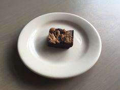 Deze gemakkelijk te maken koolhydraatarme pindakaas swirl brownies bevatten erg weinig koolhydraten en zijn ook nog is erg lekker! De chocolade en pindakaas is een perfecte smaakcombinatie. Je kan de brownies nog lekkerder maken door wat noten aan het beslag toe te voegen.