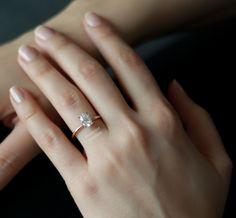 Oval kesim pırlanta tektaş yüzük. Rose altın. Farklı ve zarif. İnce tek taş yüzük. Oval engagement ring / rings