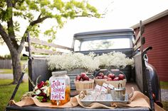 APPLE BRANDY PUNCH???? OMG get it...  Apple-Themed Wedding Inspiration