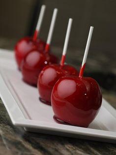 Яблоко в жесткой и мягкой карамели (может быть разного цвета).