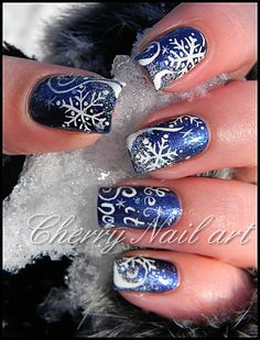 Nail art paillettes et flocons de neige