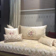 Moroccan living room off-white chic - Amenda decor Moroccan Bedroom, Moroccan Interiors, Moroccan Design, Moroccan Decor, Marocco Interior, Living Room Designs, Living Room Decor, Sofa Design, Interior Design