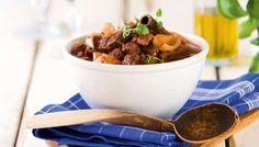 Stifado eli kreikkalainen lihapata - K-ruoka. Tein ohjeen mukaan, mutta sipulit olivat salottisipuleita.2) Lammaspata kreikkalaisittain on todella hyvä ruoka http://www.hs.fi/ruoka/reseptit/a1349748261468