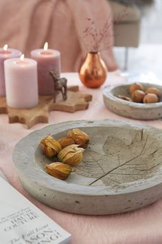 Autumn Table Decoration: Bowls of Lightning Concrete - DIY Academy Cement Art, Concrete Crafts, Concrete Projects, Concrete Bowl, Concrete Art, Concrete Design, Concrete Forms, Diy Academy, Papercrete