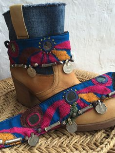 Bohemian boot belts from Ibiza/ mix no 2 by AUROBELLE on Etsy love from Ibiza Bohemian Boots, Bohemian Style Men, Boho Shoes, Look Boho, Gypsy Style, Hippie Elegante, Hippie Chic, Boho Chic, Flapper