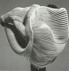 issey miyake spring summer 1985 transformation, rendre illisible