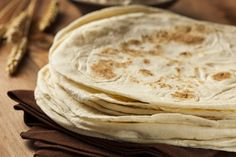 In Mexican cuisine, tortillas are as essential as daily bread. With this simple recipe, you can create your very own homemade flour tortillas. In a nutshell, the homemade flour tortill… Recipes With Flour Tortillas, Homemade Flour Tortillas, Low Carb Tortillas, Beef Recipes For Dinner, Lunch Recipes, Burrito Recipes, Mexican Dishes, Mexican Food Recipes, Trans Fat Foods