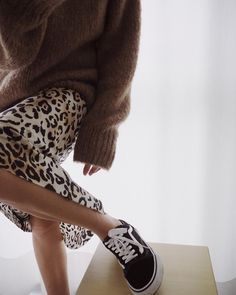 How to integrate a leopard into an outfit - Bar - - Comment intégrer du graou (léopard) dans une tenue How to wear a leopard fluid skirt. All the ideas of outfits on stylee. Fashion Moda, Look Fashion, Fashion Outfits, Womens Fashion, Fashion Tips, Fashion Trends, Fashion Fall, Brown Fashion, Skirt Fashion