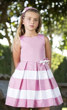 {Traditional and tailored made kid gown, creates the best solution. Little Girl Dresses, Girls Dresses, Flower Girl Dresses, Young Fashion, Kids Fashion, Baby Frocks Designs, Dress Anak, Kind Mode, Baby Dress