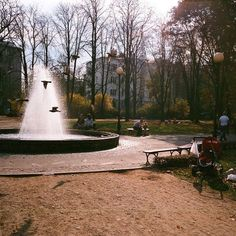 #warsaw #warszawa #polska #poland #mokotów #parkdreszera #park #autumn #jesień #film #filmisnotdead #35mm #expired #superia #fountain #birds #olympusmjuii #odyńca #nofilter #warsawlovers