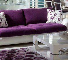 I like the two-tone idea of this sofa...