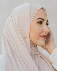 Modest Fashion, Hijab Fashion, Muslimah Clothing, Simple Hijab, Girl Hijab, Hijab Styles, Couture Week, Abayas, Hijabs