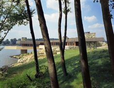 FLW frank lloyd wright heart island house - cantilevered over water