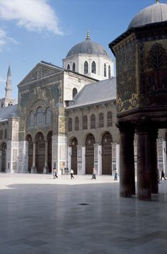https://www.facebook.com/pages/Islamska-arhitektura-i-umjetnost/1403357959880645  The Umayyad Mosque, also known as the Great Mosque of Damascus