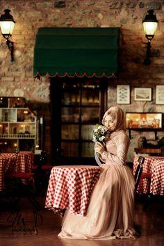 Turkish girl with flowers Chic Bridal Outfits, Bridal Dresses, Flower Girl Dresses, Modest Fashion Hijab, Muslim Fashion, Muslim Girls, Muslim Women, Wedding Abaya, Hijab Evening Dress