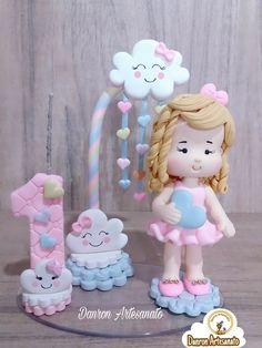 Topo de Bolo Chuvade Amor Polymer Clay Disney, Fimo Clay, Cloud Party, Cake Hacks, Baby Birthday Cakes, Sugar Craft, Ideas Para Fiestas, Pasta Flexible, Baby Party