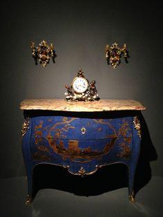 Les secrets de la laque française le vernis Martin, commode a deux rangs de tiroirs