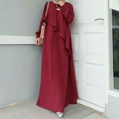 Image may contain: people standing Abaya Fashion, Muslim Fashion, Skirt Fashion, Fashion Dresses, Dress Outfits, Modest Dresses, Nice Dresses, Plus Size Fashion For Women Summer, Long Dress Patterns