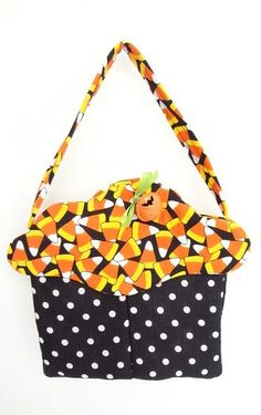 candy corn, Halloween, trick or treat bag, cupcake purse, cloth gift bag, party favor, 187